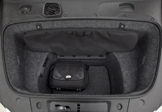 AUDI R8 Spyder I roadster biały przestrzeń załadunkowa