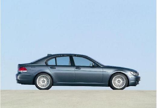 BMW Seria 7 sedan niebieski jasny boczny prawy