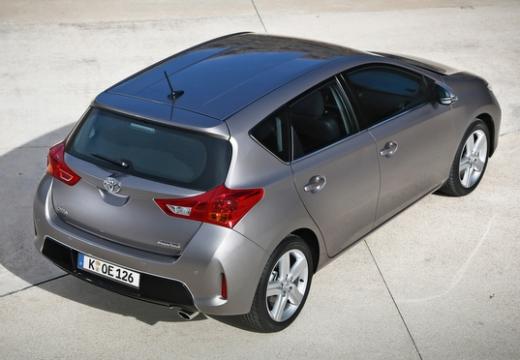 Toyota Auris hatchback silver grey tylny prawy