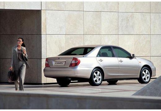 Toyota Camry sedan silver grey tylny prawy
