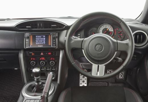 Toyota GT86 купе оранжевый приборная панель