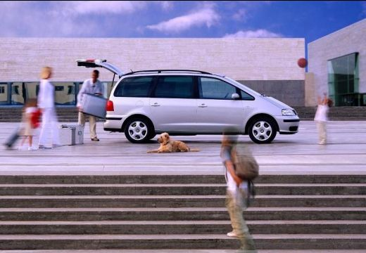 SEAT Alhambra II van silver grey boczny prawy