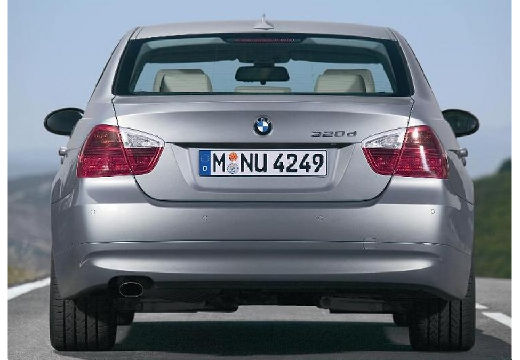 BMW Seria 3 sedan silver grey tylny