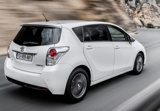 Toyota Verso II kombi mpv biały tylny prawy