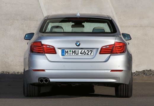 BMW Seria 5 F10 I sedan silver grey tylny