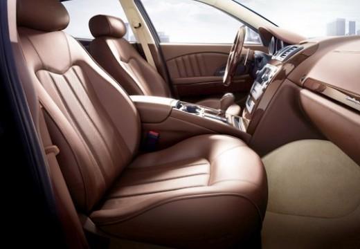 MASERATI Quattroporte sedan silver grey wnętrze