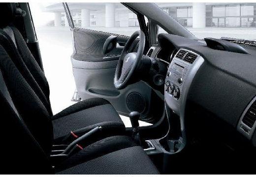 SUZUKI Liana hatchback wnętrze