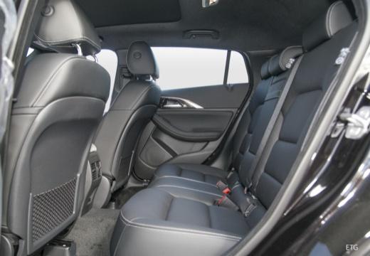 INFINITI Q30 I hatchback wnętrze