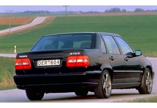 VOLVO S70 sedan czarny tylny prawy
