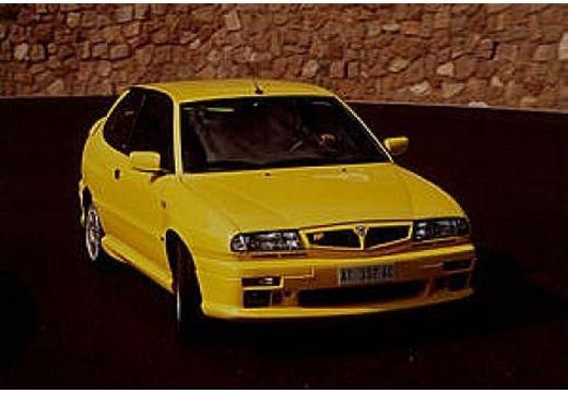 LANCIA Delta HPE hatchback żółty przedni prawy