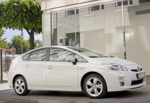 Toyota Prius II hatchback biały przedni prawy