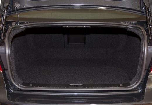 VOLVO S80 V sedan brązowy przestrzeń załadunkowa