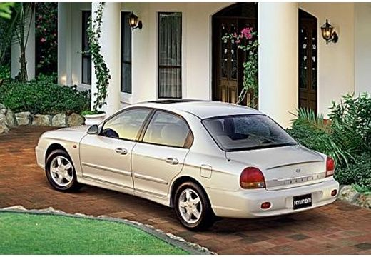 HYUNDAI Sonata 2.0 GL Sedan IV 136KM (benzyna)