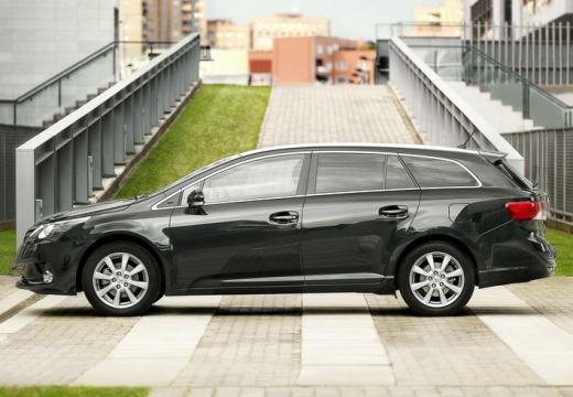 Toyota Avensis kombi czarny boczny lewy
