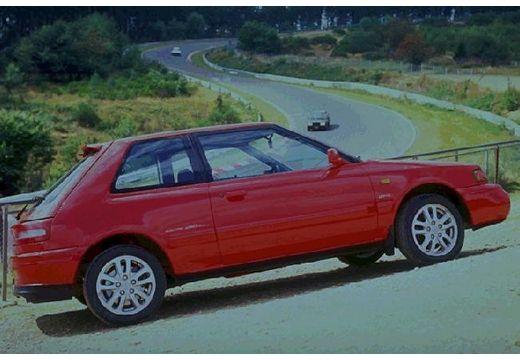 MAZDA 323 hatchback czerwony jasny boczny prawy