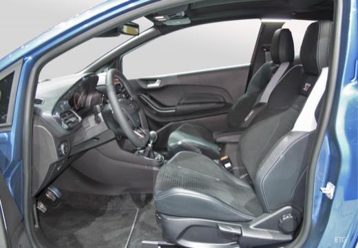 FORD Fiesta hatchback wnętrze