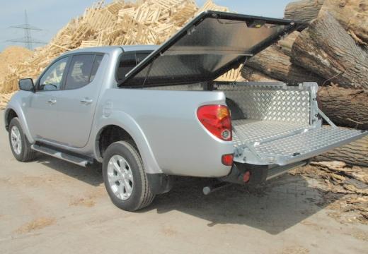 MITSUBISHI L 200 L200 pickup silver grey tylny lewy