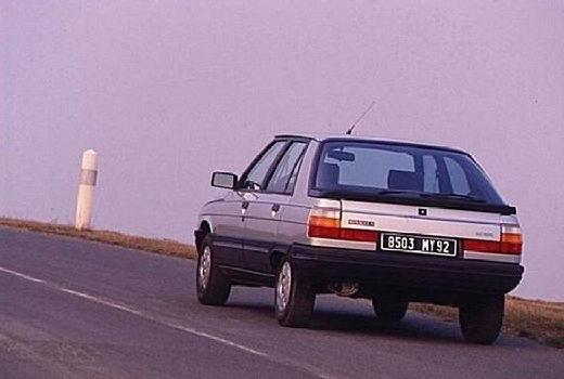 RENAULT R11 B/C37 hatchback silver grey tylny lewy