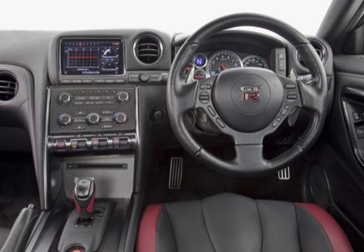 NISSAN GT-R coupe tablica rozdzielcza