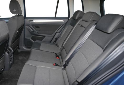 VOLKSWAGEN Golf VII Sportsvan I hatchback niebieski jasny wnętrze