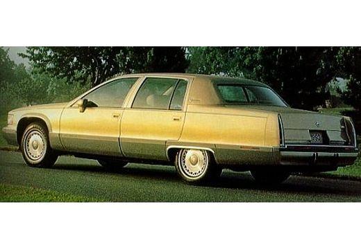 CADILLAC Fleetwood Sedan