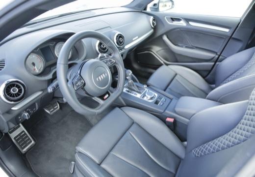 AUDI A3 Limousine sedan wnętrze
