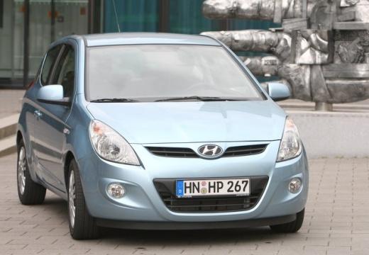HYUNDAI i20 I hatchback niebieski jasny przedni prawy