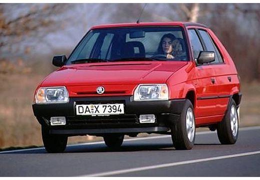 SKODA Favorit hatchback czerwony jasny przedni lewy