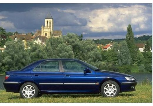 PEUGEOT 406 II sedan niebieski jasny boczny prawy