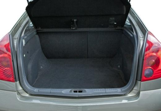 NISSAN Primera V hatchback przestrzeń załadunkowa