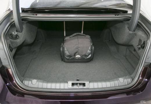 JAGUAR XF III sedan przestrzeń załadunkowa