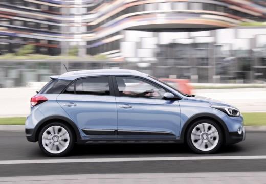 HYUNDAI i20 hatchback niebieski jasny boczny prawy