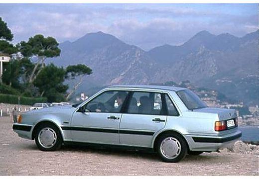 VOLVO 460 sedan silver grey tylny lewy