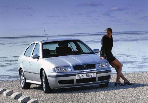 SKODA Octavia II hatchback silver grey przedni prawy
