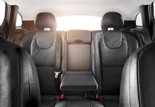 VOLVO V40 IV hatchback wnętrze