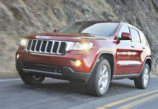 JEEP Grand Cherokee kombi czerwony jasny przedni lewy