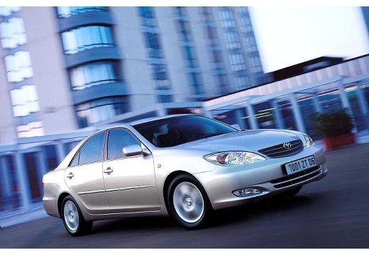 Toyota Camry sedan silver grey przedni prawy