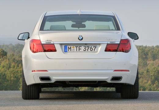 BMW Seria 7 F01 F02 II sedan biały tylny