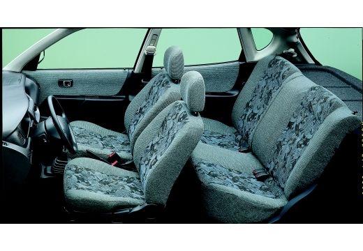 DAIHATSU Sirion hatchback wnętrze