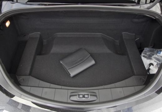 MERCEDES-BENZ SLS coupe czarny przestrzeń załadunkowa