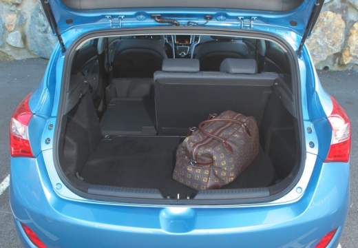 HYUNDAI i30 III hatchback przestrzeń załadunkowa