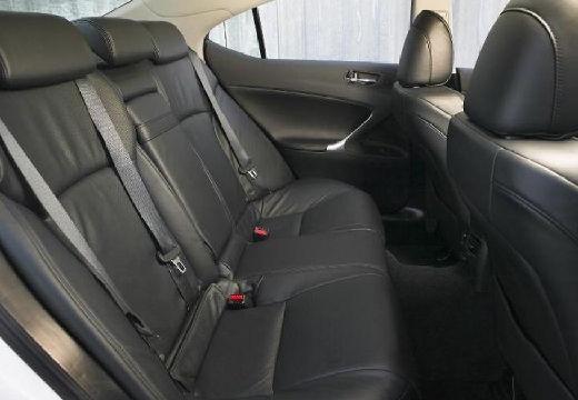 LEXUS IS II sedan wnętrze