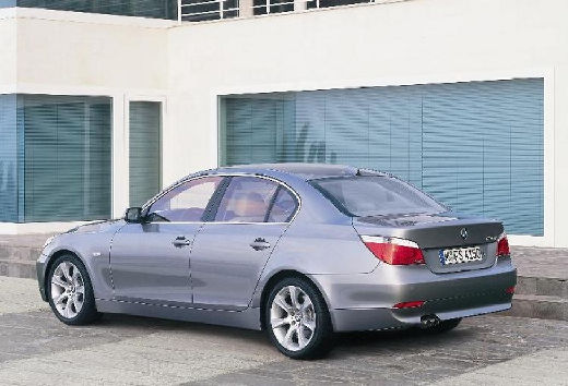 BMW Seria 5 E60 I sedan silver grey tylny lewy