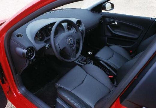 SEAT Cordoba III sedan czerwony jasny wnętrze