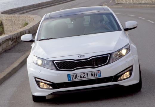 KIA Optima IV sedan biały przedni