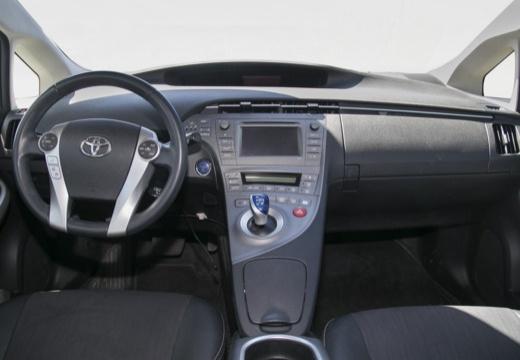 Toyota Prius III hatchback tablica rozdzielcza
