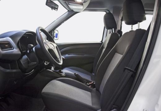 FIAT Doblo III kombi biały wnętrze