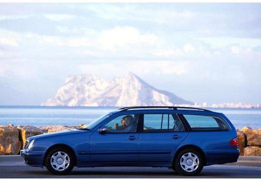 MERCEDES-BENZ Klasa E S 210 II kombi niebieski jasny boczny lewy