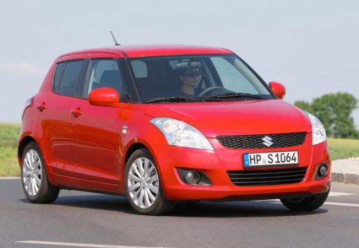 SUZUKI Swift hatchback czerwony jasny przedni prawy