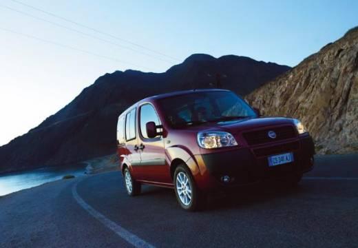 FIAT Doblo II kombi czerwony jasny przedni prawy